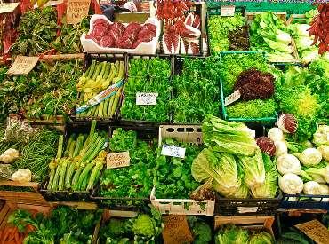 Πάγκος με πράσινα λαχανικά