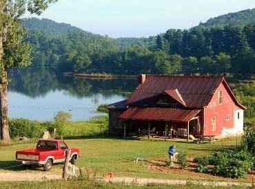 Μικρό σπίτι στην λίμνη